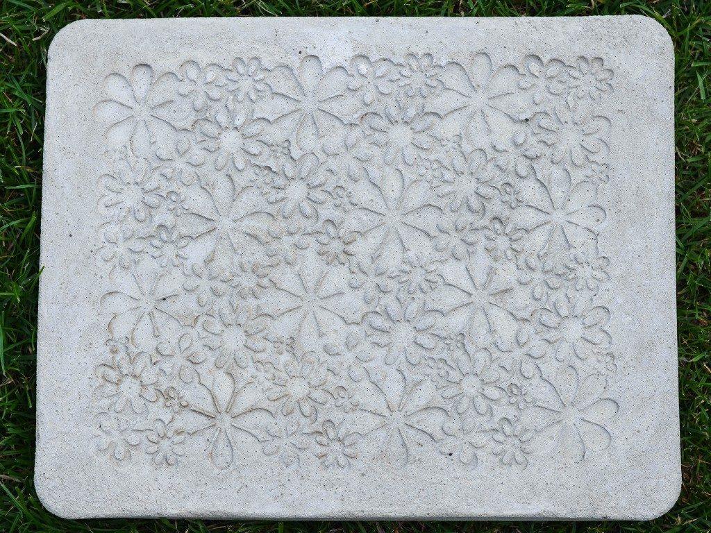beton gießen diy Beton gießen DIY: Tolle Trittplatten, Windlichter & mehr selbst gemacht beton gieen trittplatte 1024x768