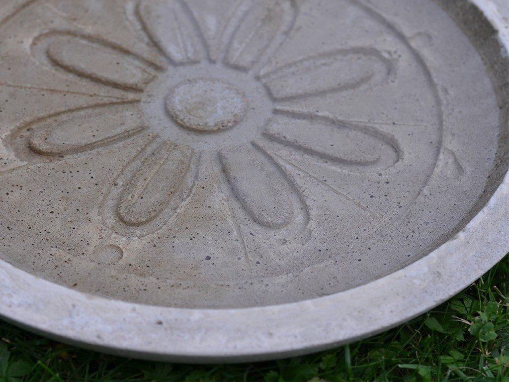 beton gießen diy Beton gießen DIY: Tolle Trittplatten, Windlichter & mehr selbst gemacht beton gieen vogeltrnke 1024x768