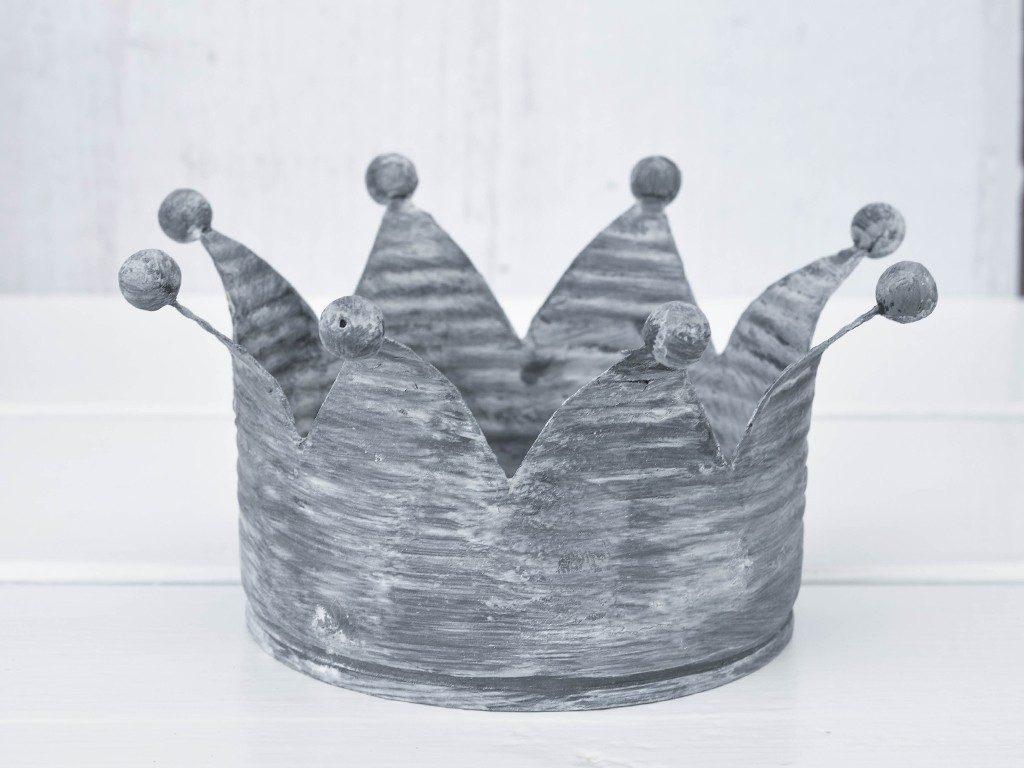 kronen im vintage-look Upcycling-Idee: Verwandle Konservendosen in Kronen im Vintage-Look krone aus konservendose zink 1024x768