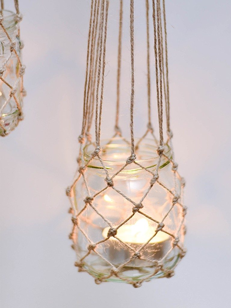 windlicht im fischernetz-look Windlicht im Fischernetz-Look: So gelingt auch dir der Makramee-Knoten windlicht fischernetz haengend einzeln 768x1024