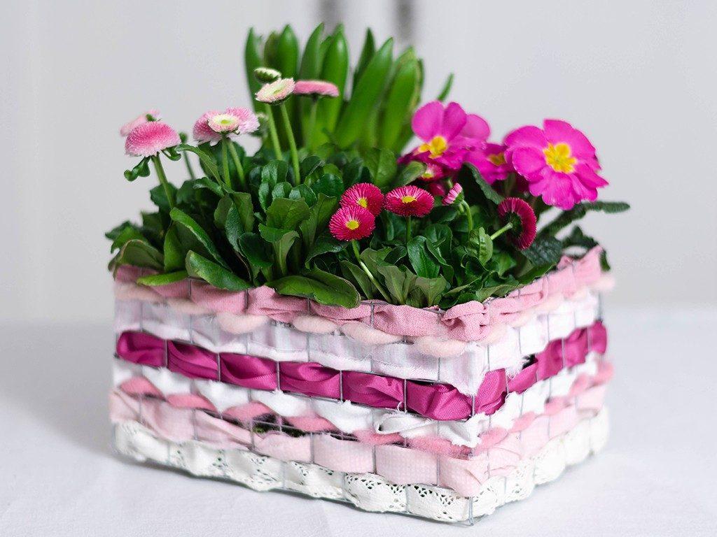 stoffreste verarbeiten Stoffreste verarbeiten: Frühlingsblumen im Korb aus Draht & Stoffen drahtkorb pink  1024x768