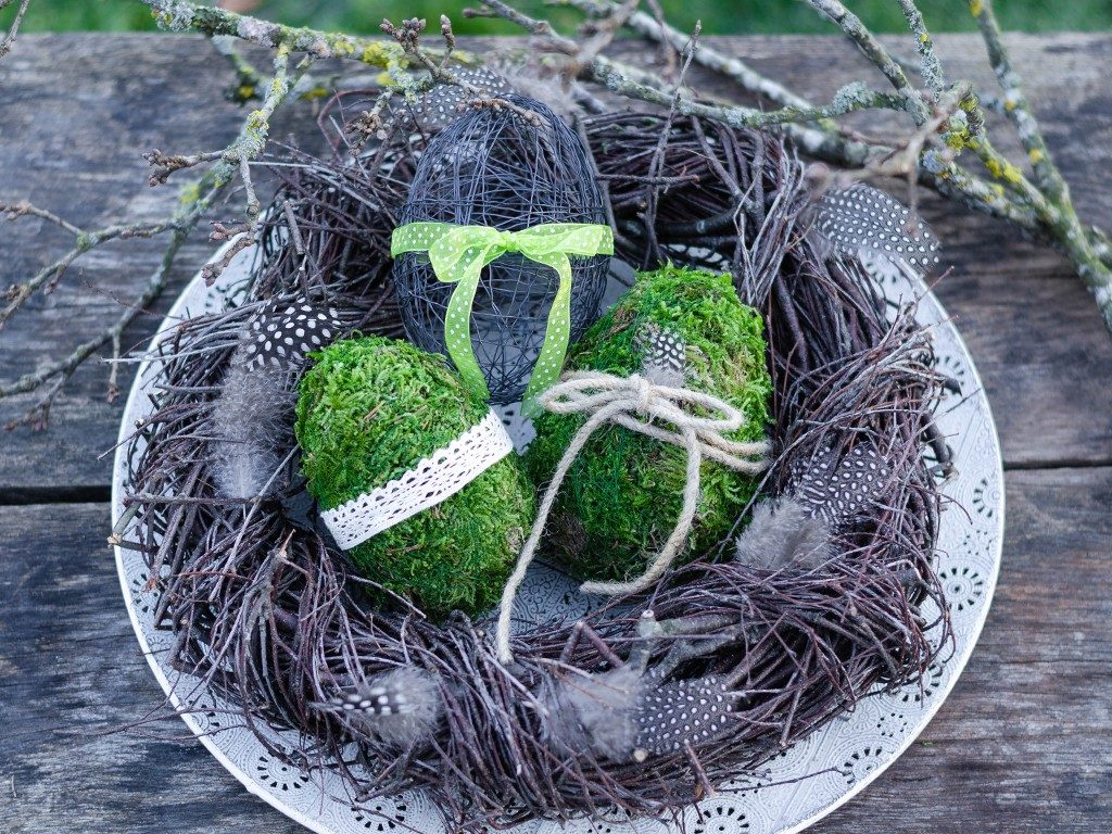 osterdeko diy Osterdeko DIY: Eier aus Moos & Draht und Birkenkranz eier moos draht drei  1 1024x768