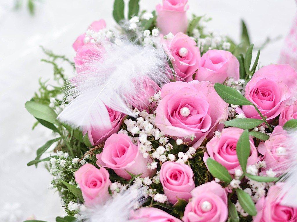 rosengesteck aus pralinenschachtel Wie du ein Rosengesteck aus einer Pralinenschachtel zauberst herzgesteck rosen valentinstag 4 2 1024x768