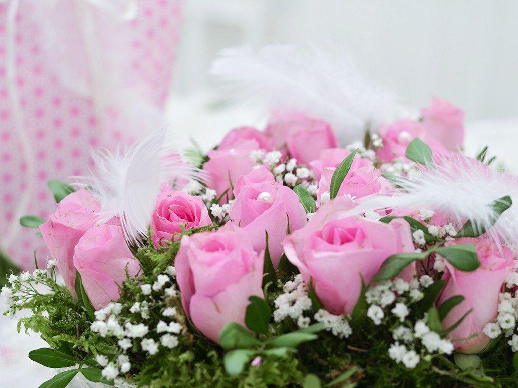 rosengesteck aus pralinenschachtel Wie du ein Rosengesteck aus einer Pralinenschachtel zauberst herzgesteck rosen valentinstag 6 2 1024x768