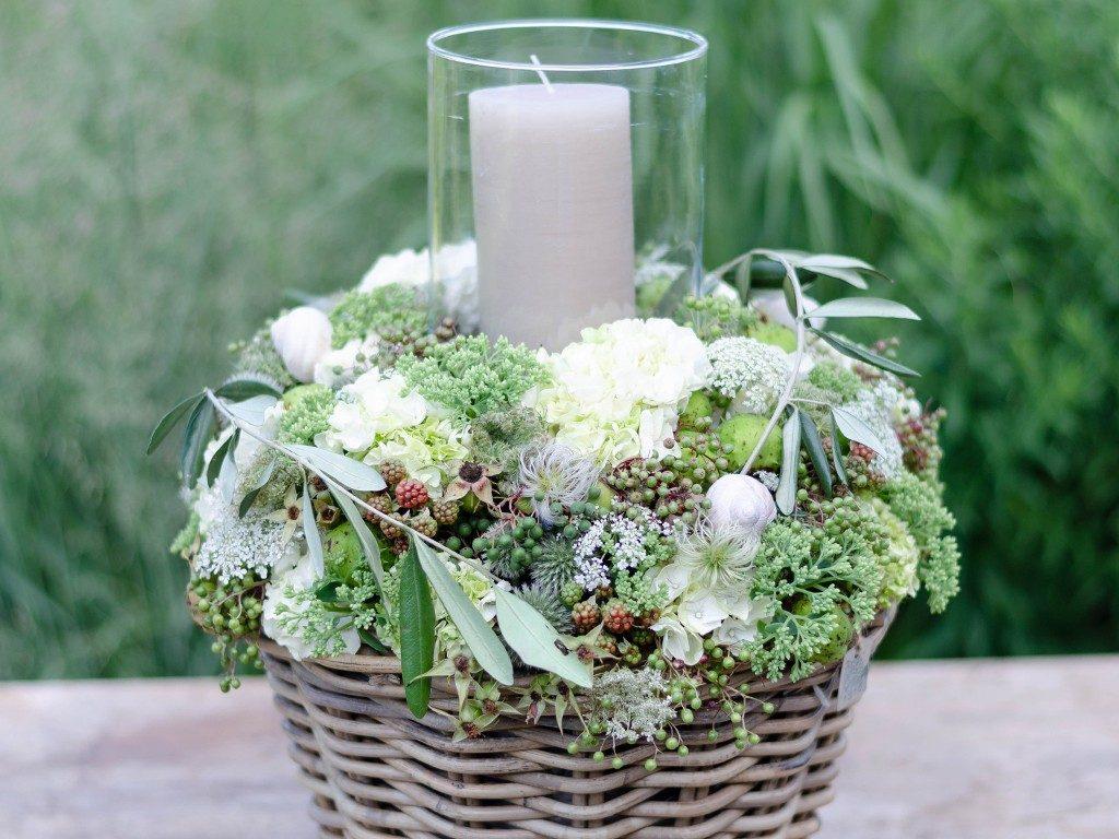 diy-hochzeitsgeschenk DIY-Hochzeitsgeschenk: Windlicht mit Hortensien, Beeren und Blüten windlicht hortensien beeren wei detail oben 1024x768