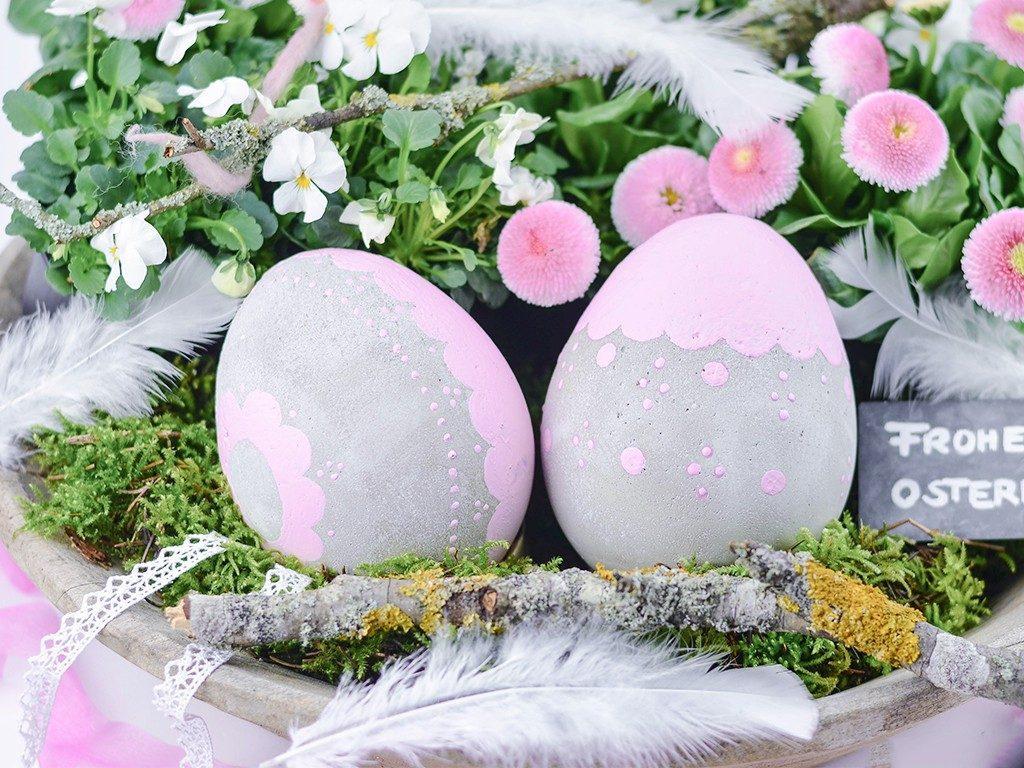 wetterfeste osterdeko Osterdeko DIY: romantische XXL-Ostereier aus Beton für drinnen und draußen betoneier xxl mit luftballon rosa 1024x768