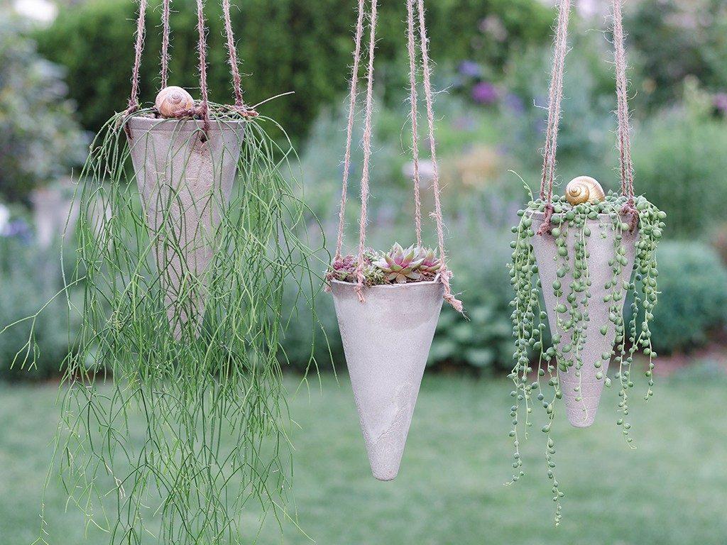 blumenampel aus beton Sommerlicher Hingucker in 2 Varianten: Gartenstecker & Blumenampel aus Beton betonkegel blumenampel 1024x768