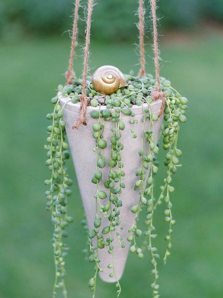 blumenampel aus beton Sommerlicher Hingucker in 2 Varianten: Gartenstecker & Blumenampel aus Beton betonkegel blumenampel 24 768x1024