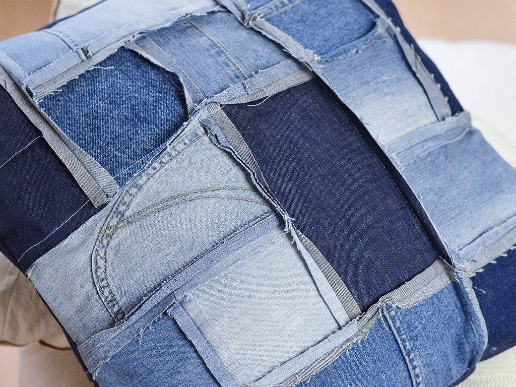 patchwork-kissenhülle DIY Patchwork-Kissenhülle aus Jeans nähen jeanskissen patchwork  1024x768