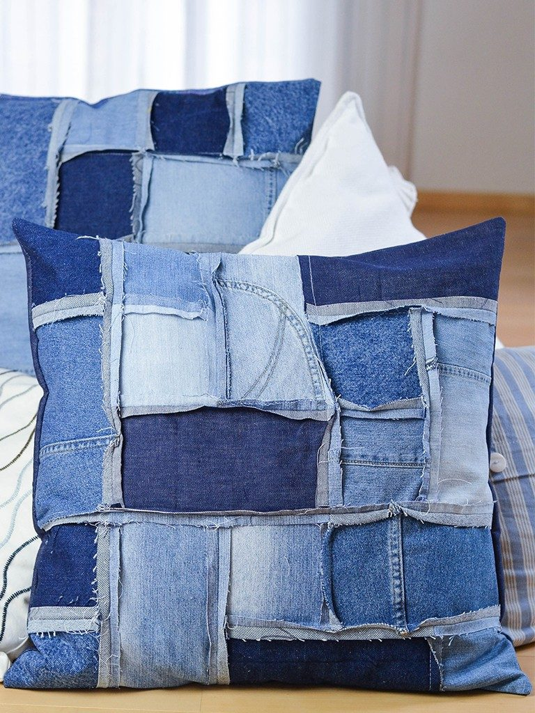 patchwork-kissenhülle DIY Patchwork-Kissenhülle aus Jeans nähen jeanskissen patchwork 17 768x1024
