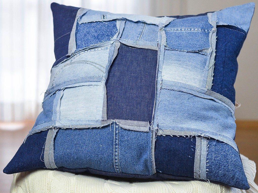 patchwork-kissenhülle DIY Patchwork-Kissenhülle aus Jeans nähen jeanskissen patchwork 4 1024x768