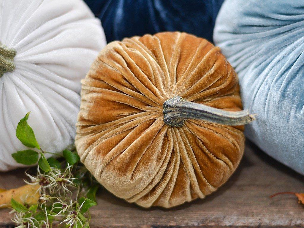 kürbisse aus samt Herbstdeko DIY: Wie du Kürbisse aus Samt selbst machst kuerbisse aus samt ocker 1024x768