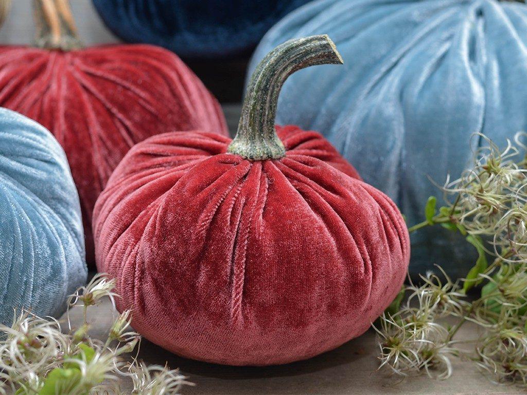 kürbisse aus samt Herbstdeko DIY: Wie du Kürbisse aus Samt selbst machst kuerbisse aus samt rot 2 1024x768