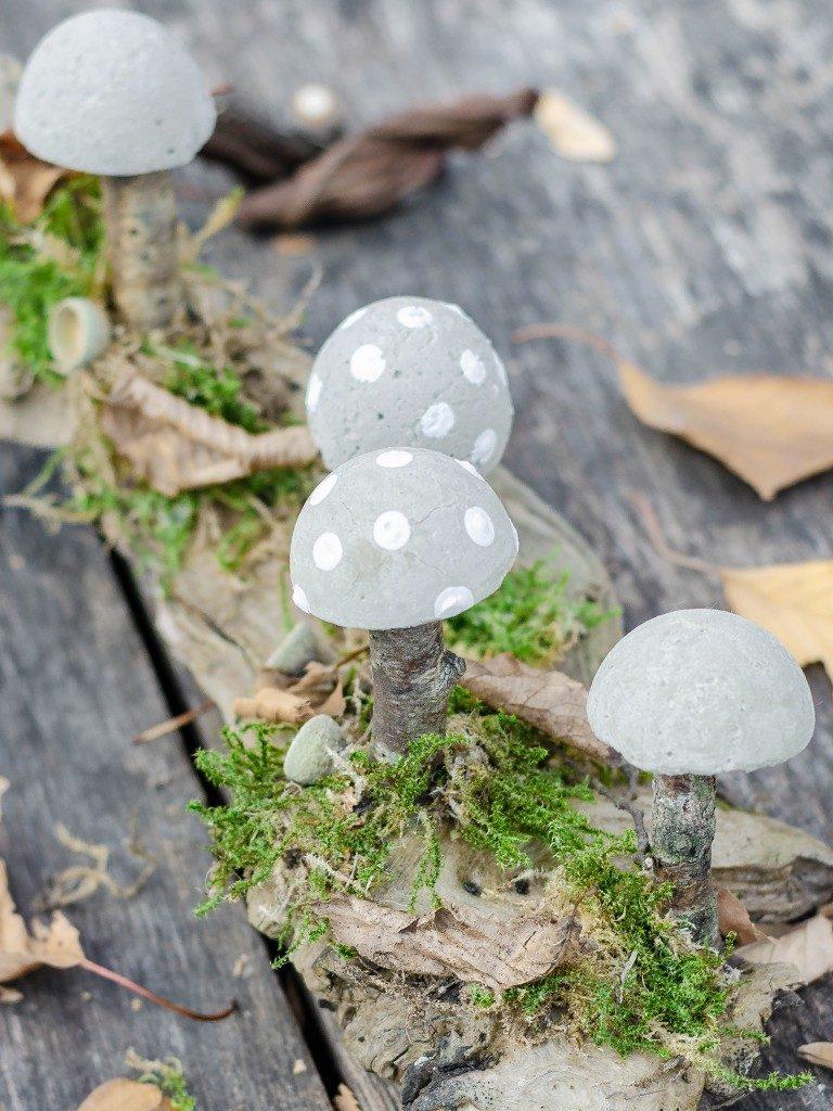 diy herbstliche tischdeko DIY Herbstliche Tischdeko: Wie du Pilze aus Beton selbst machst pilze aus beton 9 768x1024