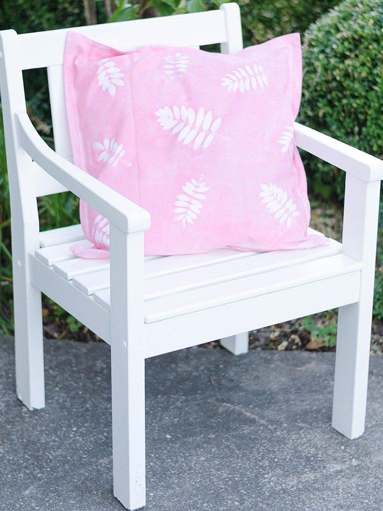 sunprint diy Sunprint DIY: So bedruckst du Kissenhüllen & andere Stoffe mit Blättern sunprint 15 768x1024