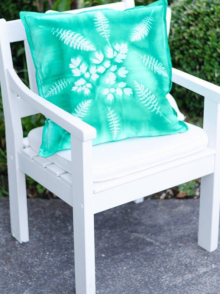 sunprint diy Sunprint DIY: So bedruckst du Kissenhüllen & andere Stoffe mit Blättern sunprint 16 768x1024