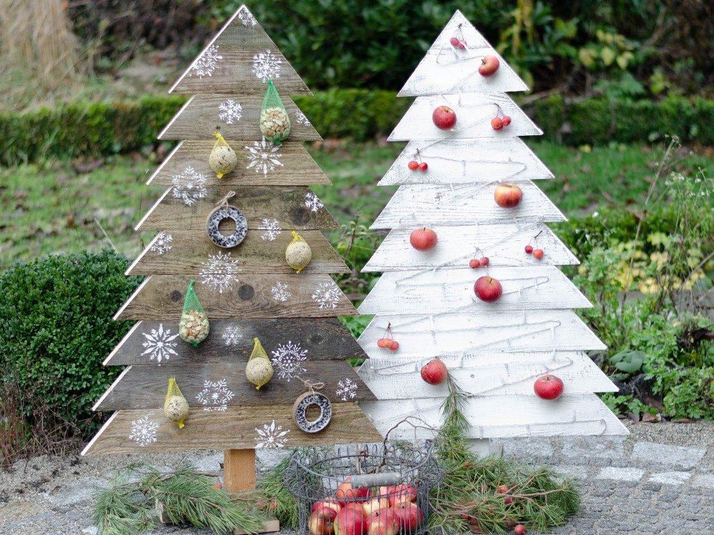 tannenbaum aus holz Weihnachtsdeko DIY: Tannenbaum aus Holz selbst bauen tannenbaum aus holzbretter vogelfutterstation  1024x768