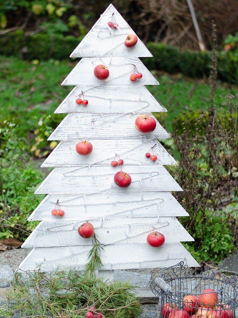 tannenbaum aus holz Weihnachtsdeko DIY: Tannenbaum aus Holz selbst bauen tannenbaum aus holzbretter vogelfutterstation wei 2 768x1024