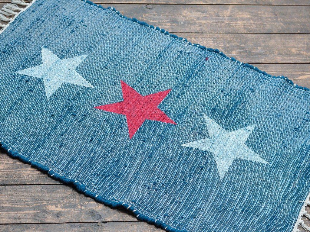 flickenteppich mit sternen Beach House Look: Flickenteppich mit Sternen und Streifen bemalen teppich sterne streifen 1024x768