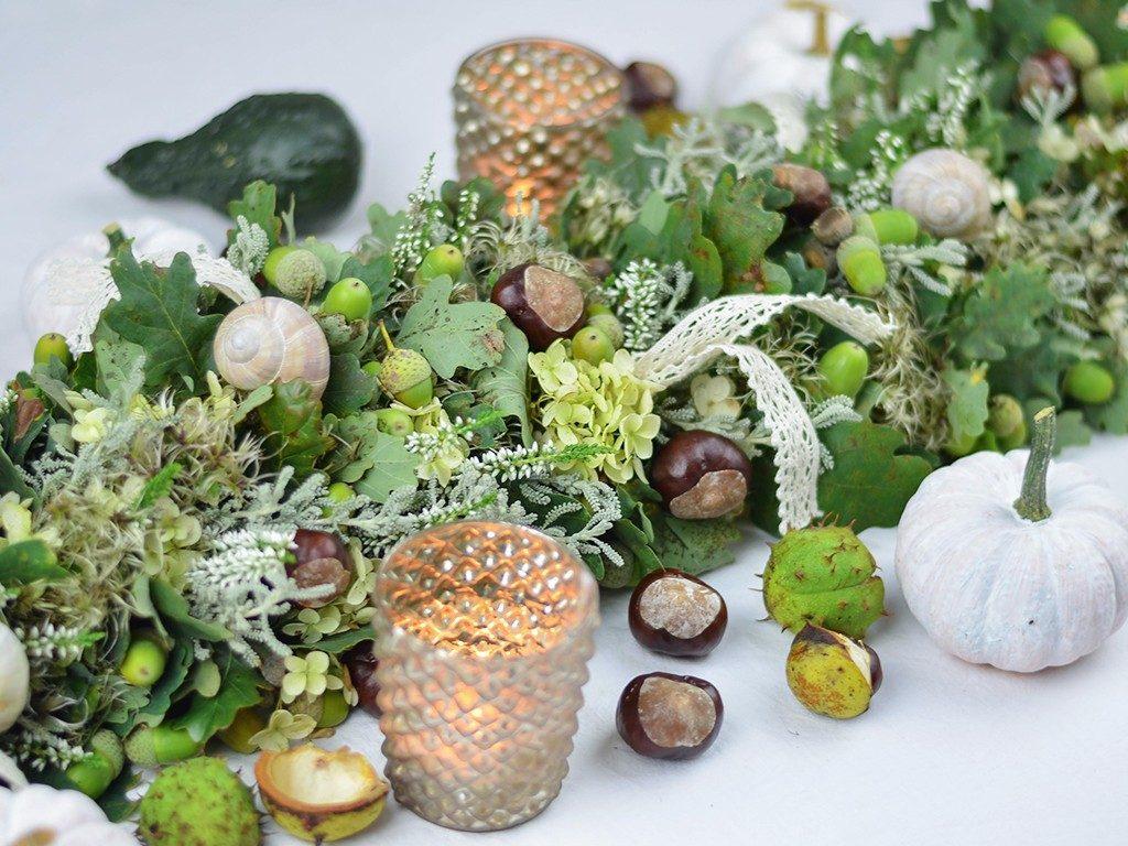 girlande aus naturmaterial herbstliche Tischdeko: Girlande aus Naturmaterial in Grün-Weiß-Braun tischgirlande herbst eichenlaub 1 1024x768
