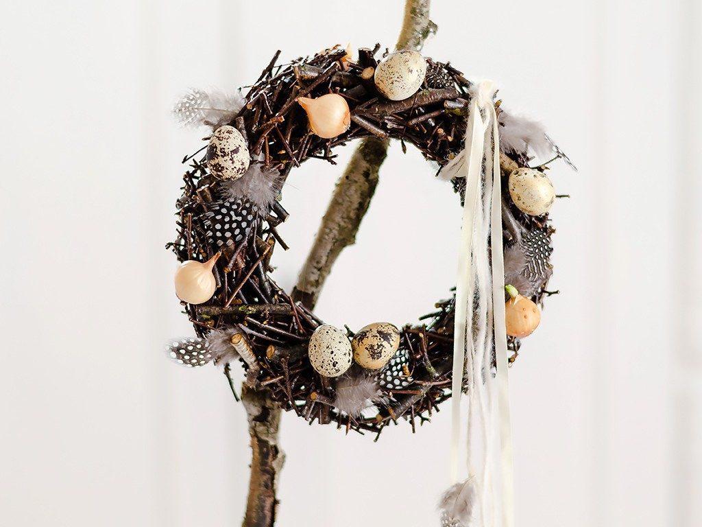 Frühlingsdeko DIY:  Kranz aus Ästen und Zweigen selber machen kranz zweige holzleim 2 1024x768