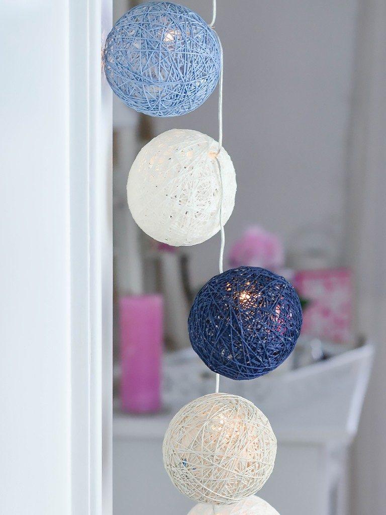 kugeln für lichterketten Cotton Balls DIY: Kugeln für Lichterketten aus Wolle oder Häkelgarn kugeln aus wolle faeden 3 768x1024
