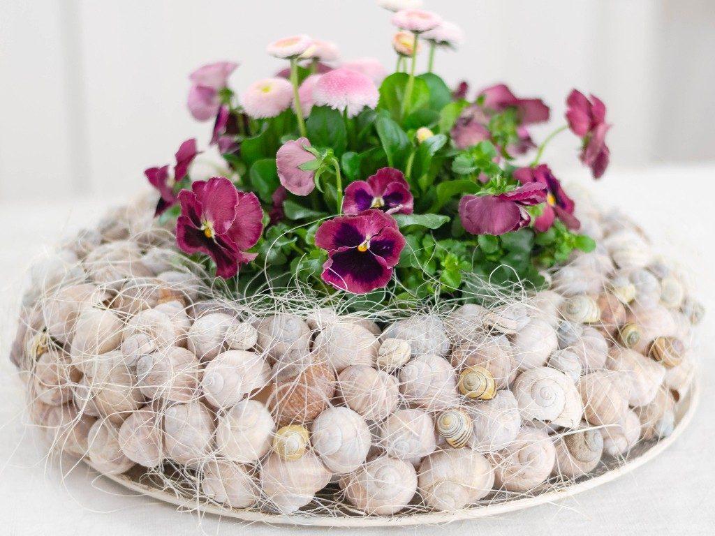 Frühlingsdeko DIY: Kranz aus Schneckenhäuschen mit Frühlingsblumen kranz aus schneckenhuschen 1024x768