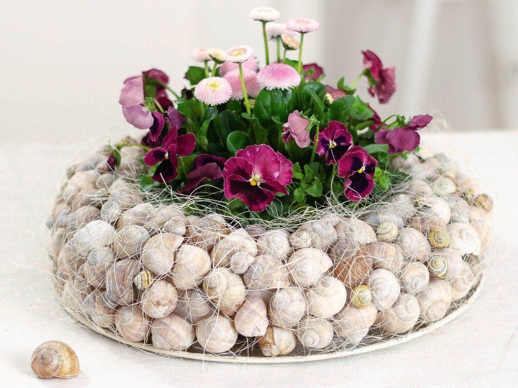 Frühlingsdeko DIY: Kranz aus Schneckenhäuschen mit Frühlingsblumen kranz aus schneckenhuschen 4 1024x768