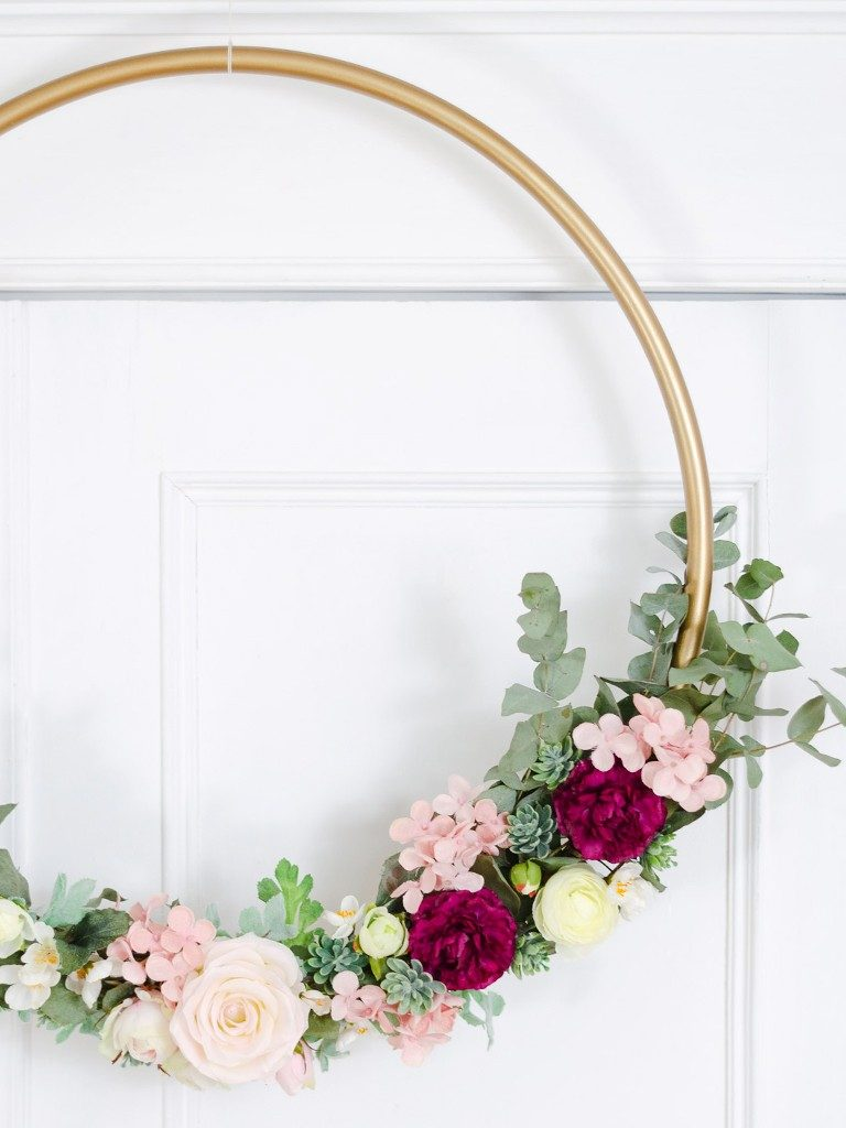 DIY: Wanddeko Blumenkranz aus Hula-Hoop Reifen blumenkranz hulahoopreifen hochzeitsdeko 30 768x1024