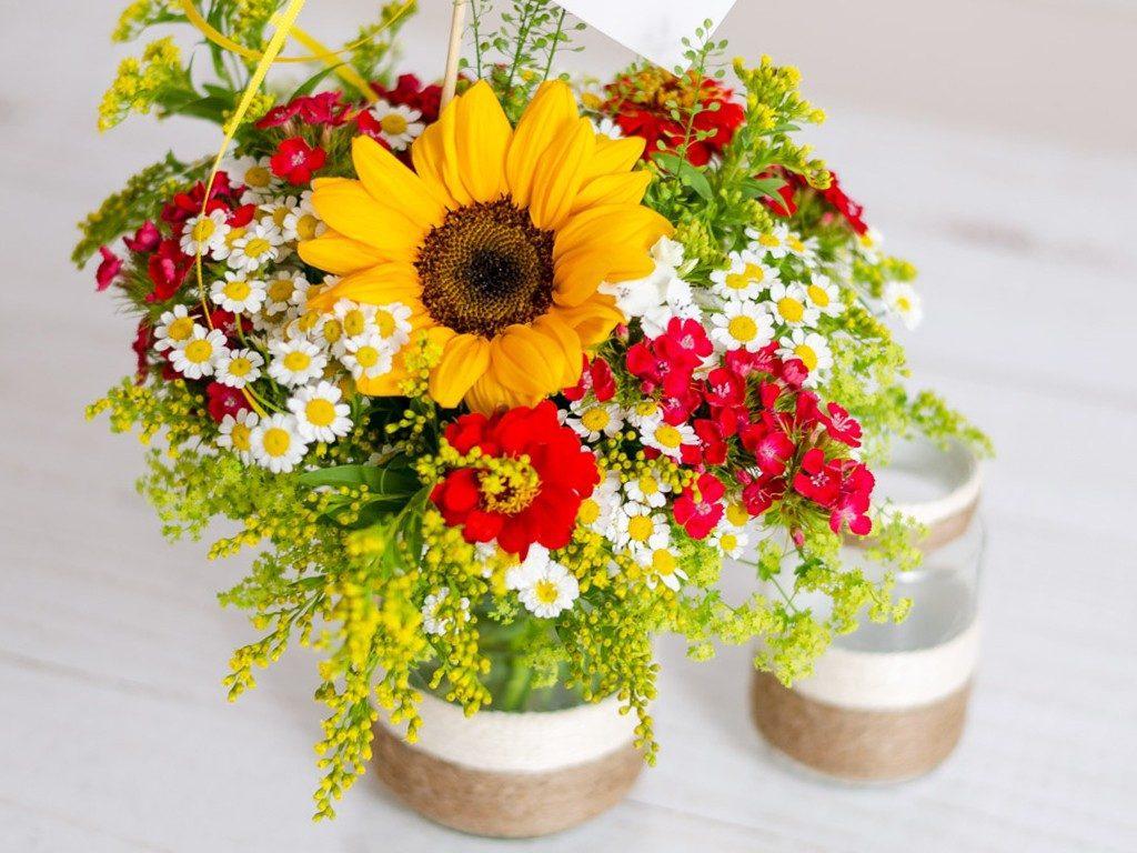 4 DIY Ideen: Blumenvasen aus Dosen und Gläsern  DIY: 4 Blumenvasen-Ideen aus Dosen und Gläsern lonely bouquet day 18 1024x768