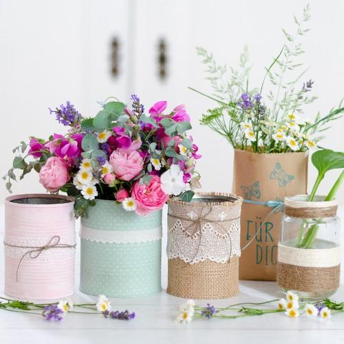 Blumenvase aus Dosen und Gläsern  Home lonely bouquet day 22