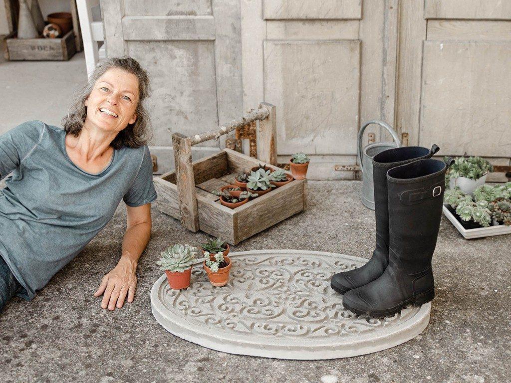 DIY-Trittplatte aus Beton gießen  DIY: Trittplatte aus Beton, für Hauseingang oder Gartenweg betontrittplatte aus gummifumatte 2 1 1024x768