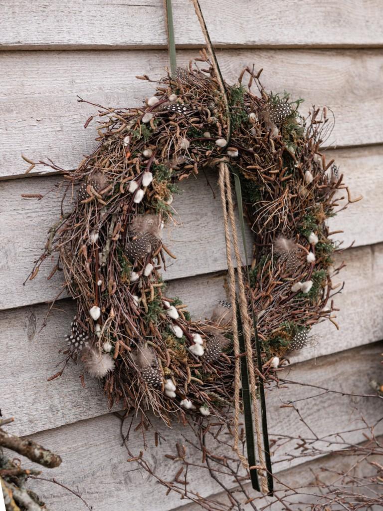 DIY: Kranz aus Birkenzweigen binden [object object] Den perfekten Frühlingskranz aus Zweigen binden, so bekommst Du´s hin kranz aus birkenzweigen 49