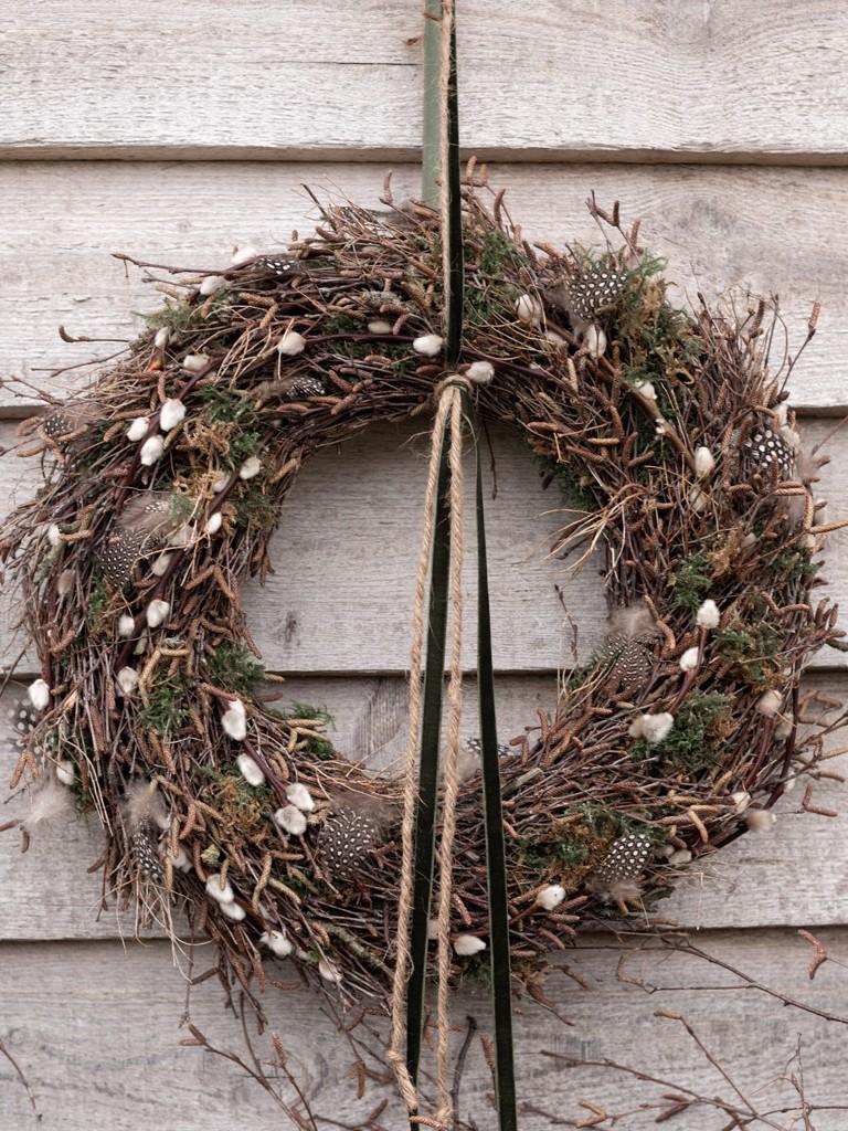 DIY: Kranz aus Birkenzweigen binden [object object] Den perfekten Frühlingskranz aus Zweigen binden, so bekommst Du´s hin kranz aus birkenzweigen 53