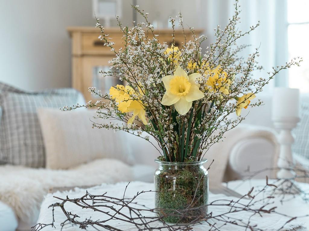 Vase in Vase Deko. DIY Ideen für deine Frühlingsdeko [object object] Frühlings-Dekoglück während Corona: 3 kinderleichte DIY-Ideen zum selber machen fruehlingsdeko 3 diy ideen 14