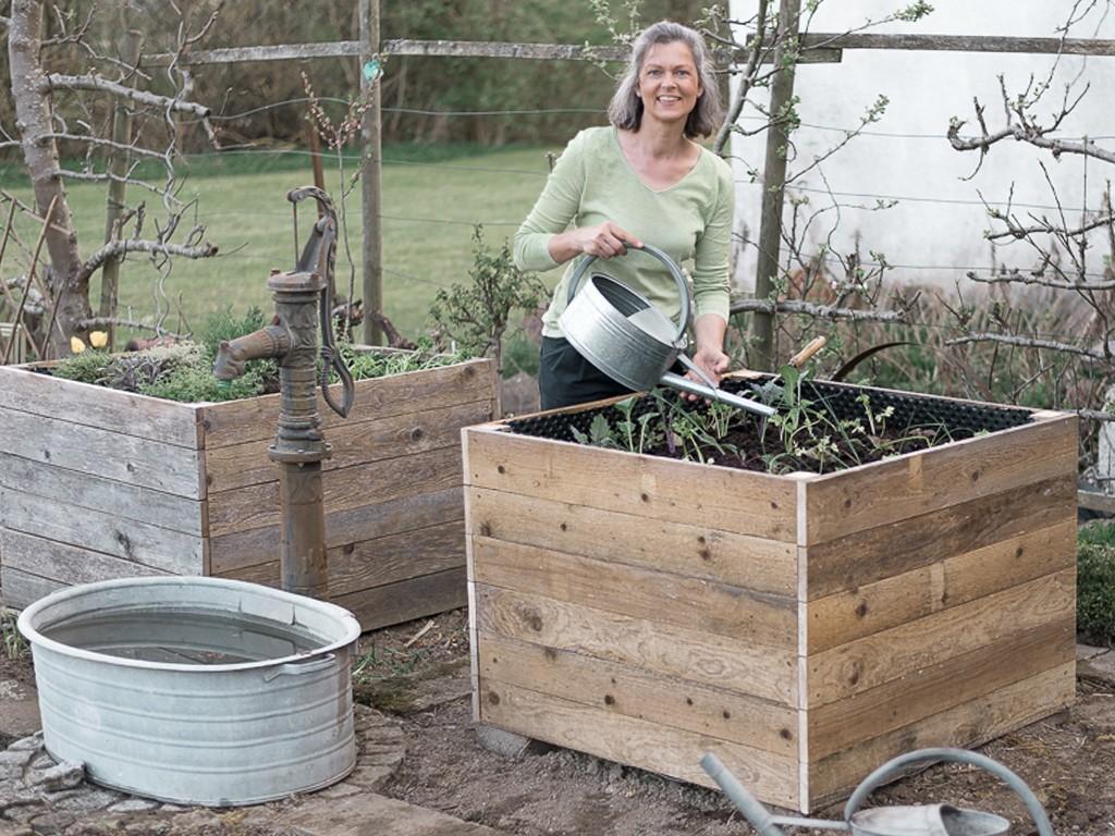 diy-hochbeet-bauen-befüllen-bepflanzen