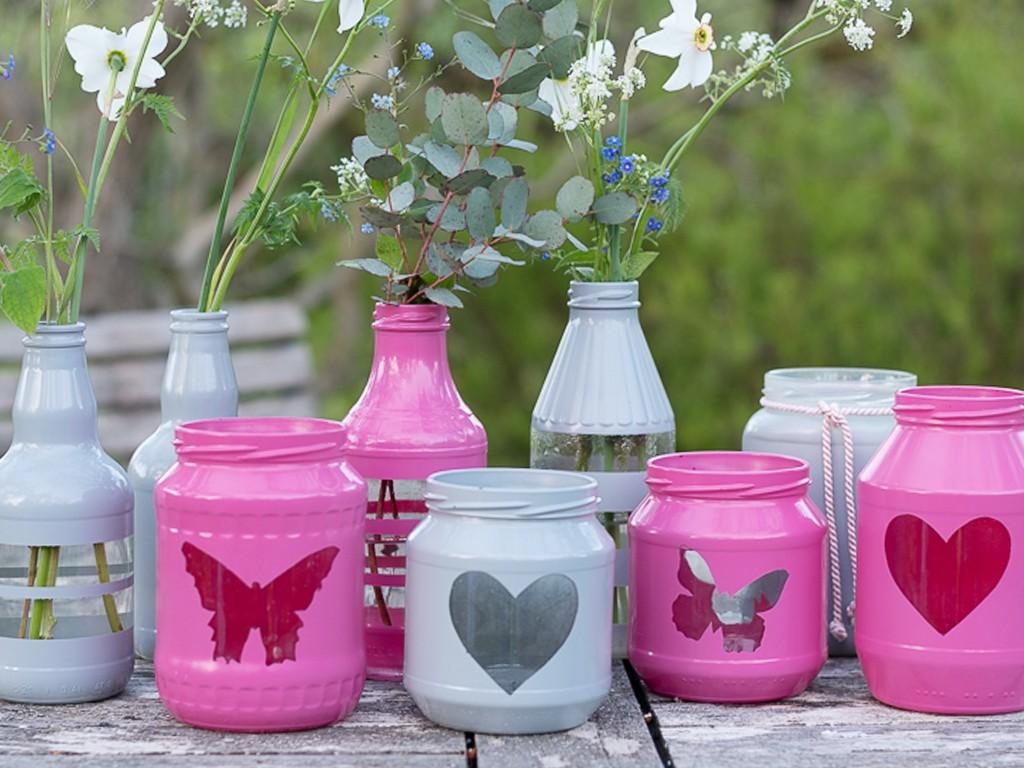 Upcyclingidee: Windlichter und Vasen aus leeren Gläsern und Flaschen