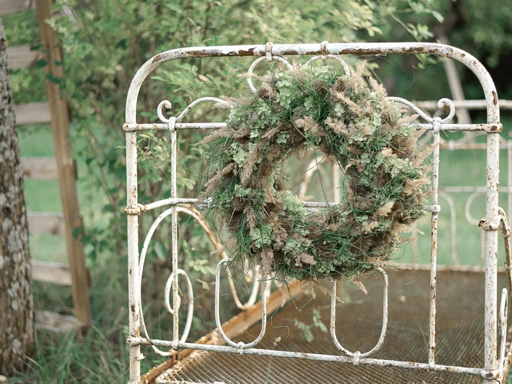 Anleitung Kranz binden aus Hortensie, Karde und Gras